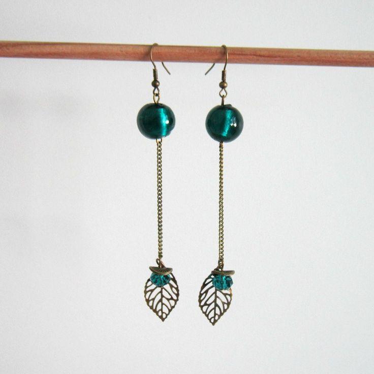 Boucles d'oreilles pendantes bronze et bleu canard, bohème minimaliste, feuilles, perles en verre filé et cristal : Boucles d'oreille par color-life-bijoux