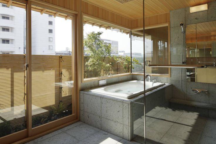 バスルームをスパのような雰囲気にするには? #スパ #リフォーム #お風呂 #homify mattch の モダンな スパ CASA-KARAKARA