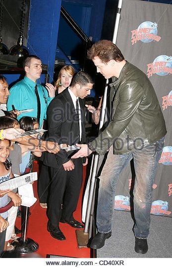 July 7, 2008 - New York, New York, U.S. - BRENDAN  FRASER PROMOTES HIS NEW FILM. ''JOURNEY TO THE CENTER OF THE EARTH'' AT PLANET HOLLYWOOD.TIMES SQUARE     07-07-2008.       2008.BRENDAN  FRASER ..k58706rm(Credit Image: © Rick Mackler/Globe Photos/ZUMAPRESS.com) - Stock Image