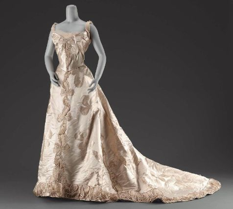 Jean-Philippe Worth, Evening Gown of Figured Pink Silk. Paris, c. 1895.