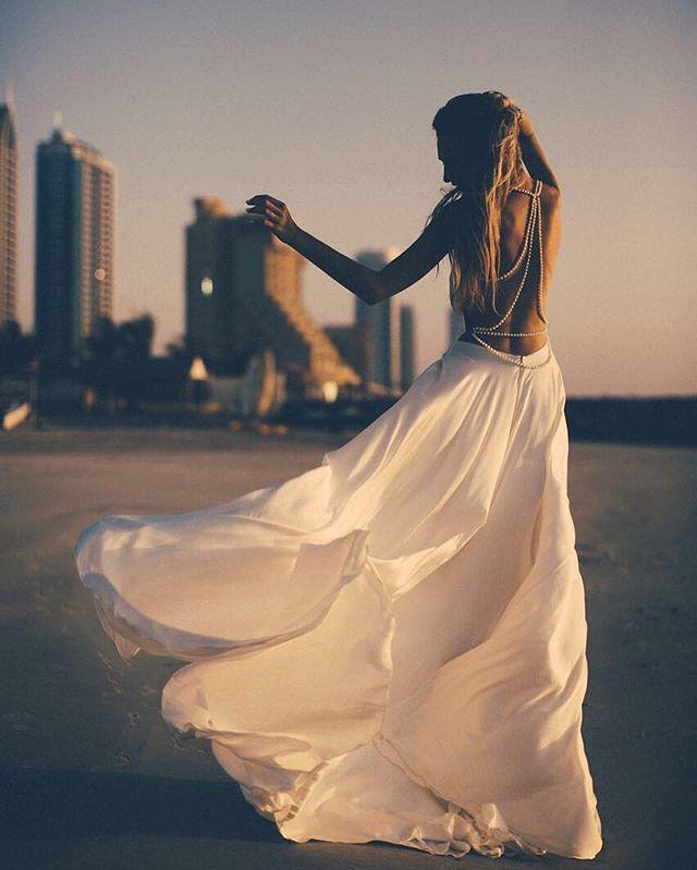 Смотрю на фотографии и переношусь обратно ..в тёплые воспоминания ..🌊💭 Спасибо за настроение @alex_chuvakhin 📷🌴#vsco#vscocam#vscogram#followme#follow#blog#blogger#girl#love#happy#body#beauty#beach#sea#day#счатье#море#девочкитакиедевочки#мы#солнце#sun#sunny#dubai#love#vscorussia#vscomoscow#dress#styleblogger#styles#goodmorning