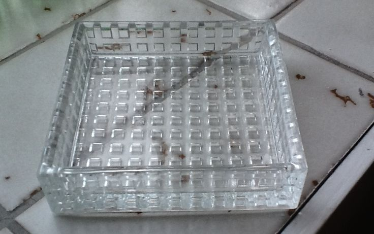 Nuutajärvi glass factory (Finland), Kaj Franck, Ruuturitari serving plate (approximately 10x10 cm) from original series (later people have started calling another series by this name with thinner walls and smaller squares)
