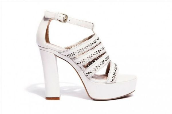 Sandali bianchi platform Janet Janet  #sandali #sandals #heels #tacchi #womanshoes #fashion #mood #trend #shoes2014 #scarpedonna #shoes #scarpe #calzature #moda #woman #fashion #springsummer #primaveraestate #moda2014 #springsummer2014 #primaveraestate2014 #janetjanet