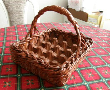 15bc788532fd Корзинка лоток для пасхальных яиц из газетных трубочек. Мастер класс
