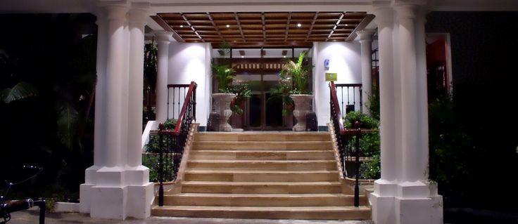 Entrada hotel.