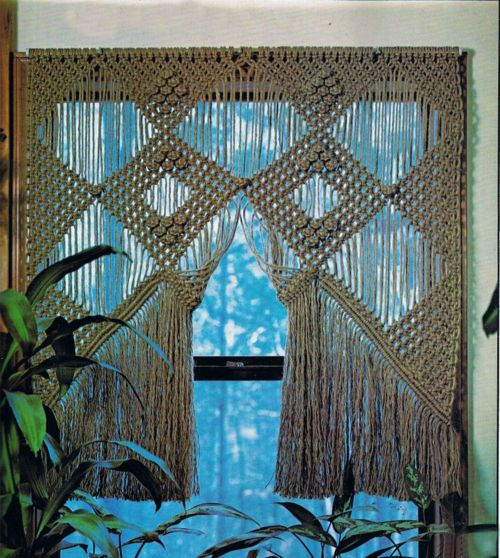 Yay for Macrame!!! I used to spend hours doin this stuff, back in 1970...   :)