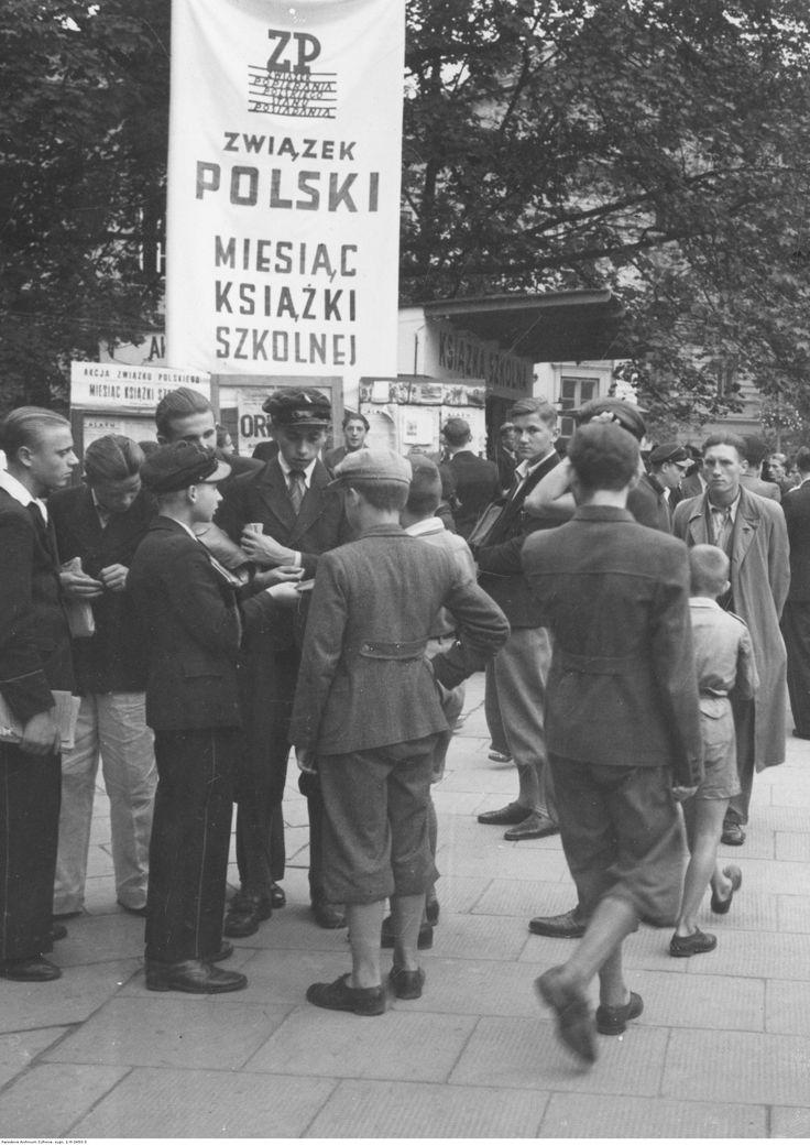 Handel podręcznikami szkolnymi na giełdzie.  1938r.