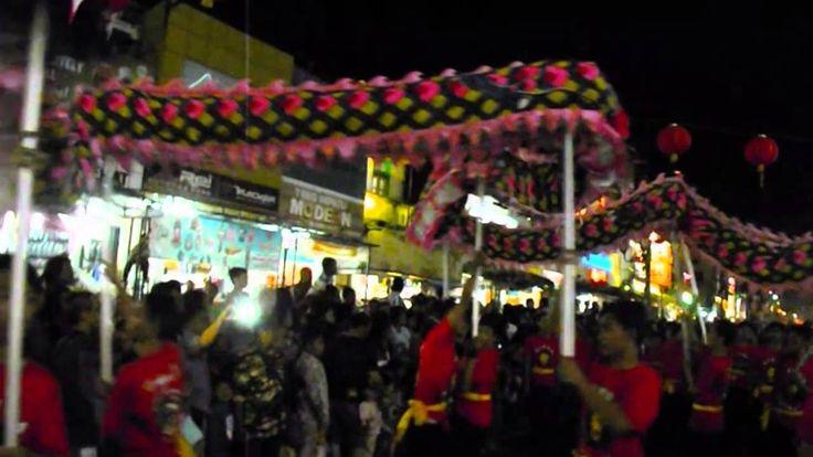 ATRAKSI NAGA BATIK TERPANJANG DI DUNIA | Karnaval Budaya Tionghoa Yogyak...