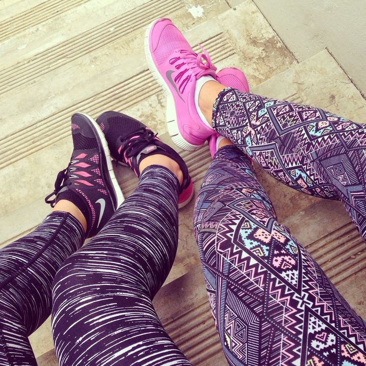Fitness fashion. Print gym tights.