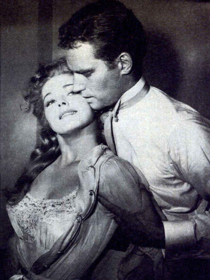 """Eleanor Parker y Charlton Heston en """"Cuando ruge la marabunta"""", 1954"""