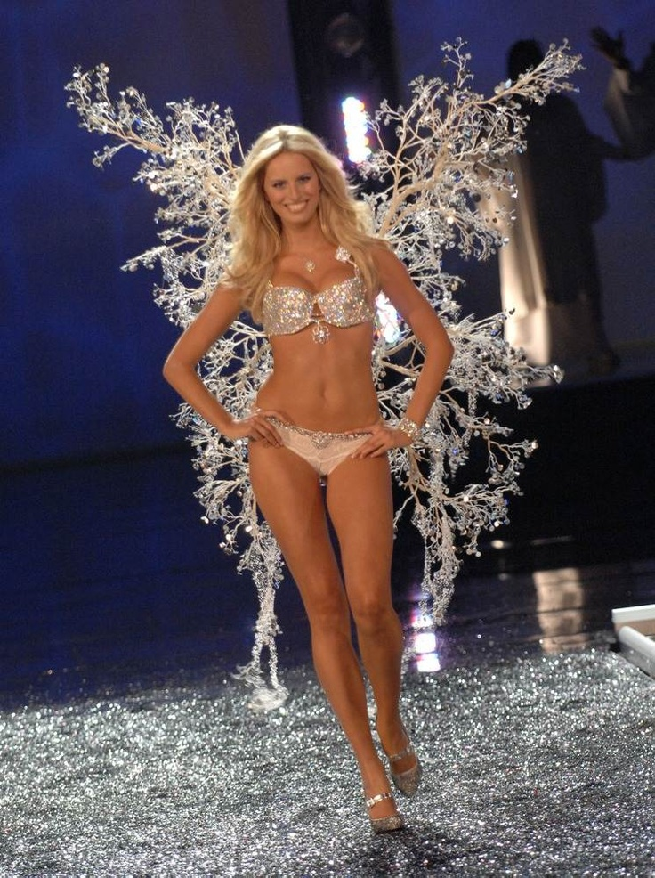 WOMEN'S MADNESS-Kurkova in a bra «Hearts On Fire Diamond Fantasy Bra» for $ 6.5 million