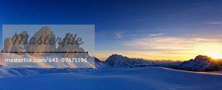 Italy, Dolomites, Trentino-Alto Adige, Pustertal valley, Hochpuster valley, Tre Cime di Lavaredo at sunset  – Immagine © Masterfile.com: Creative foto d'archivio, Vettoriali e illustrazioni per Web, Cellulare e stampa
