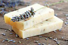 Muito legal! Clique na imagem e aprenda a fazer um sabonete antibacteriano! Você fica protegida e super cheirosa!