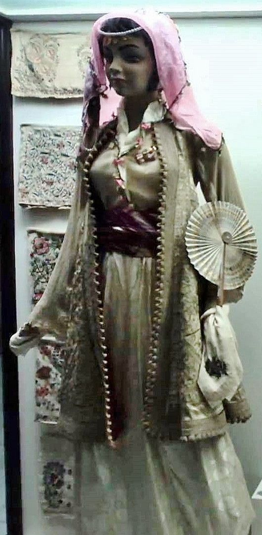 Traditional bridal/festive costume from Trakya/Thrace.  Epiriot (northern Greek) or Albanian style, late 19th century.  With an embroidered half-long 'pirpiri' overcoat.  On exhibit in the Edirne Museum.
