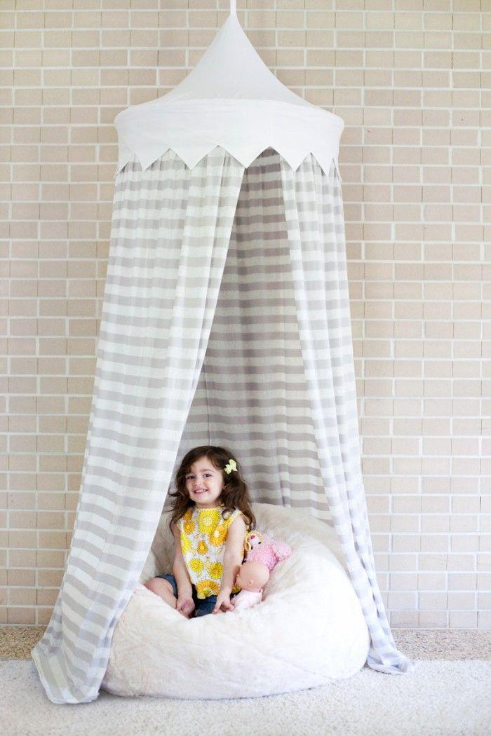 Ein Zelt für ds Kinderzimmer selber machen mit einem Hula Hoop Reifen