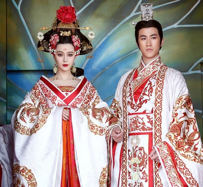 17 of Fan Bingbing's most stunning costumes in The Empress of China  Plus a link to a Korean historical drama with english subtitles.