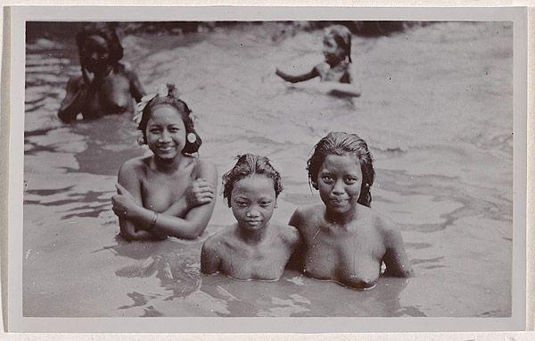 André ROOSEVELT, not titled [five Balinese girls waist deep in river]