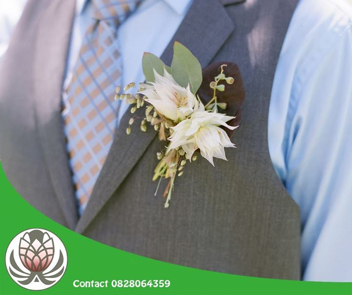 Your groom can contribute to the fynbos theme too! Have a look at this blushing bride boutonniere. Get creative and visit Bofberg Flowers for your wedding flower arrangements, bouquets and more. #flowers #weddings #events