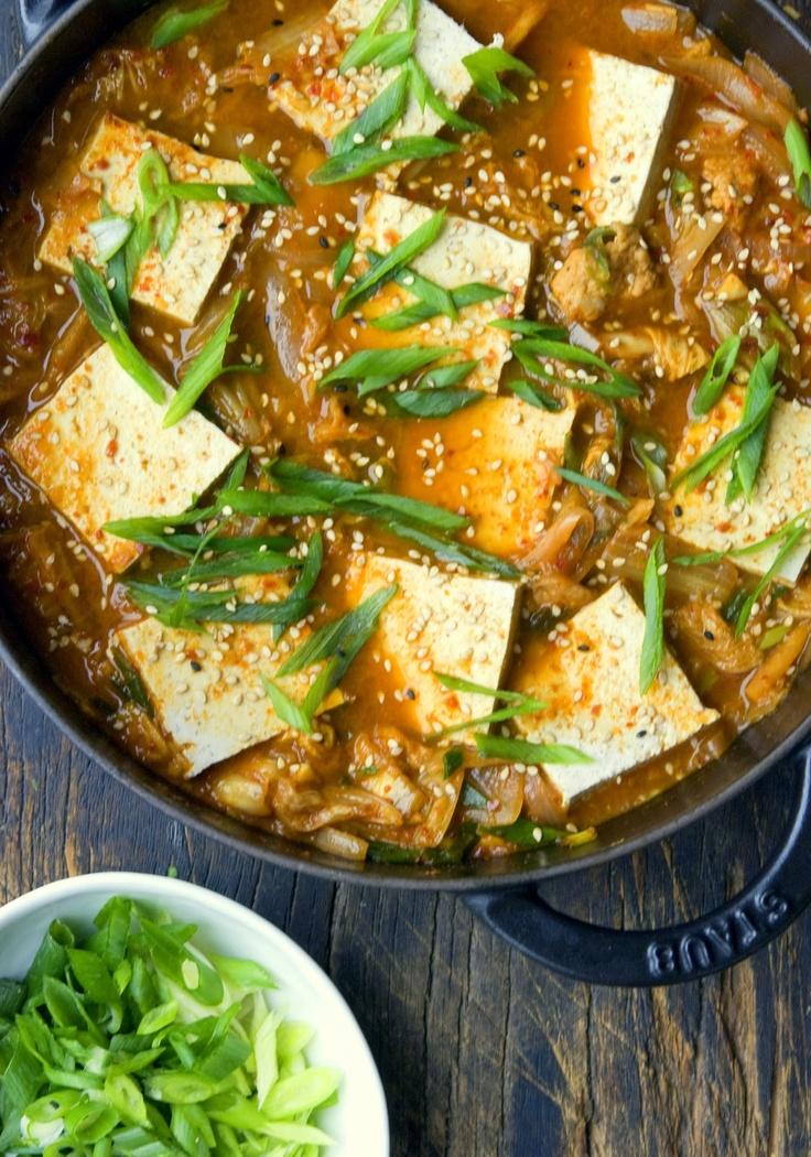 Recipe: Kimchi Jjigae,  Spicy Korean Stew (Tofu, Gochugaru Hot Pepper, Whole Garlic, Napa Cabbage, Green Onion and Other Veggies) キムチ鍋 (김치 찌개)