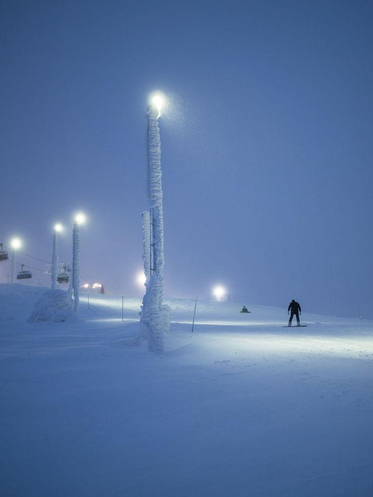 Would you like to ski under our Pro 150W led-luminaires? Tykkäisitkö laskea meidän Pro 150W valaisemaa rinnettä alas?