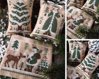 En el bosque encantado, el invierno vino, dejando su trazado de escarcha en la hierba cubierto con pan de oro, y los animales estaban preparando sus guaridas, nidos y cuevas... Los animales aman la nieve, y les gusta verlo, encantados por su música tranquila...  El patrón de la puntada de la Cruz de este DIGITAL está inspirado en la vida de madera y la magia de la naturaleza. Pdf archivo incluye la tapa, los patrones y la hoja de información.  Visita mi sitio web y descargar los patrones…