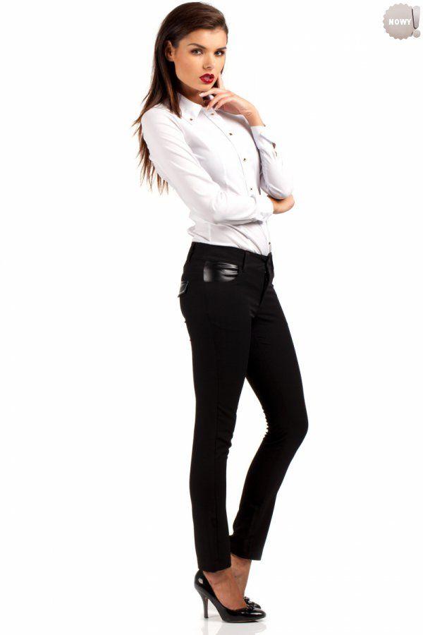 Proste spodnie rurki, z ozdobnymi wstawkami ze skóry ekologicznej, zapinane na przodzie na zamek błyskawiczny i guzik. z kieszeniami na przodzie i ich imitacją z tyłu.  #spodnie #kobieta #moda #trendy #czerń