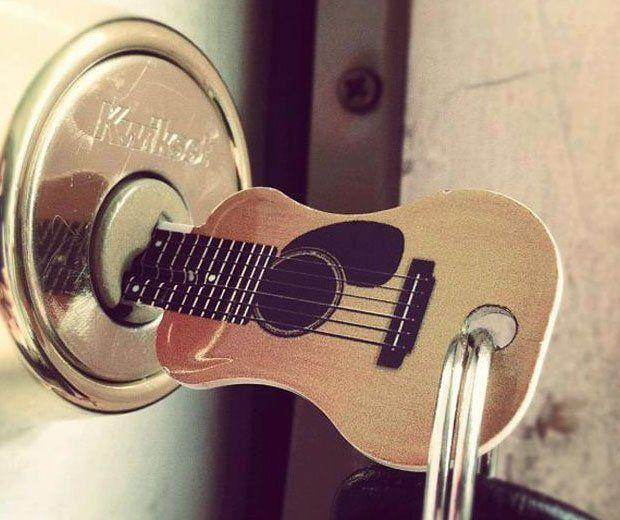 18 fabulous and funky gifts for guitar players on Blog of Francesco Mugnai https://blogof.francescomugnai.com
