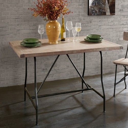 Χειροποίητο τραπέζι από ξύλο πεύκου σε ανοιχτή καφέ απόχρωση με μεταλλικά πόδια σε βιομηχανικό στυλ. Ένα βολικό κομμάτι που ταιριάζει τόσο στην τραπεζαρία σας όσο και στην κουζίνα σας.