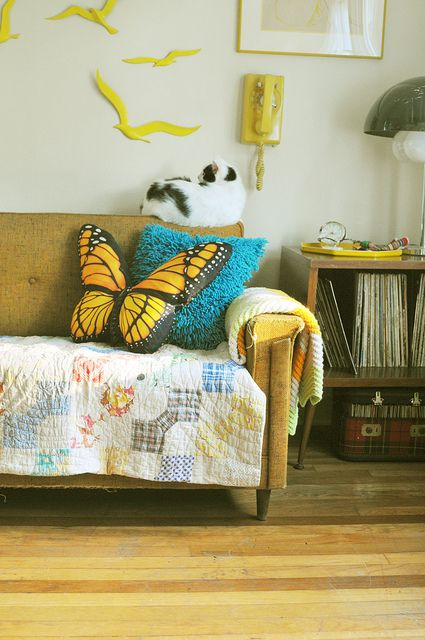 cuscino!: Bows Ties, Decor Photos, Home Interiors Design, Beautiful Interiors, Luxury Houses, Home Decor, Cushions Butterflies, Butterflies Cushions, Accent Wall