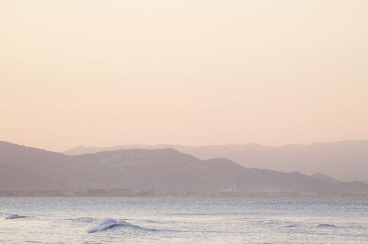 Check sizes and prices by email. – Consultar tamaños y precios por email. nereaalostr@gmail.com Fly – Paris Santorini – Greek islands Up – San Sebastián Planes – San S…