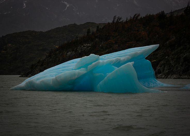 Iceberg Lago Grey. Chile
