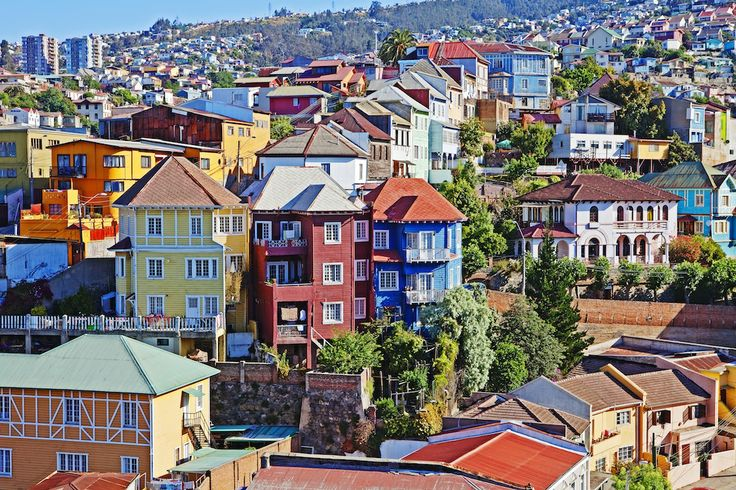 """""""Valparaíso, Chile"""" Variedad de colores cubren las paredes de Valparaíso, el arte de la ciudad conserva con dignidad su tradicional sentido bohemio."""