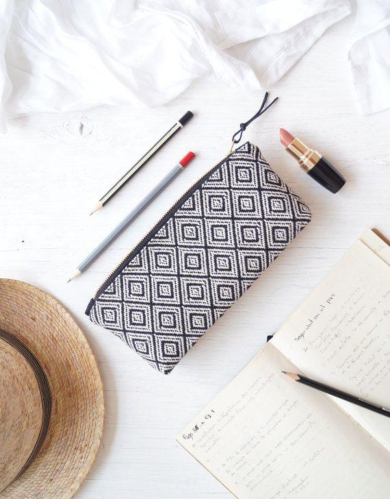 Étui à crayons. Maquillage sac tissé. Pochette par DesignByRube