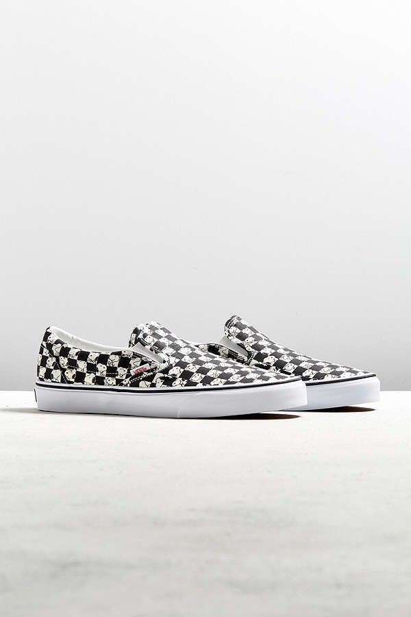 d6d63204b7 Slide View  1  Vans X Peanuts Classic Slip-On Snoopy Checkerboard Sneaker