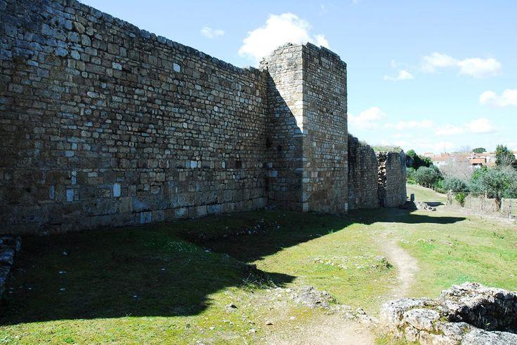 As vicissitudes impostas pelos povos germânicos ao império romano tiveram como principal reflexo em Conimbriga, a redução, no séc. IV, do perímetro da cidade. Reforçaram-se as muralhas e fechou-se a entrada, a leste, com uma poderosa fortificação. Fora, tudo foi destruído ou desorganizado. Dentro, recompôs-se a vida, numa urbe empobrecida marcada pela insegurança política e social.