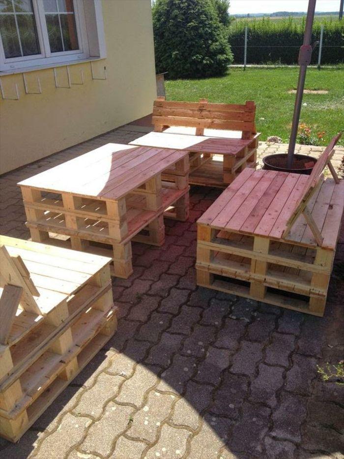 Zum Glück Gibt Es Eine Universale Lösung. Sie Können Ihre Eigenen  Gartenmöbel Aus Paletten Zusammenbauen.Ihren Ursprung Hat Die Europalette  In Der Industrie