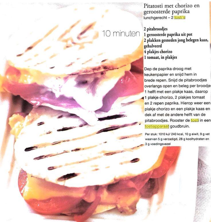 20150413 pitatosti met chorizo en geroosterde paprika. Lekker bij een salade