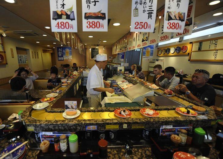 La historia del sushi en cinta transportadora
