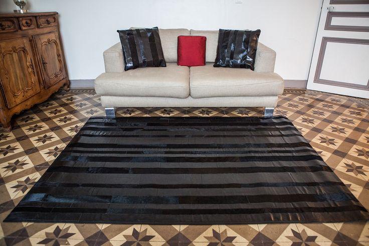 1000 id es propos de d cor en peau de vache sur pinterest d cor de tapis en peau de vache. Black Bedroom Furniture Sets. Home Design Ideas