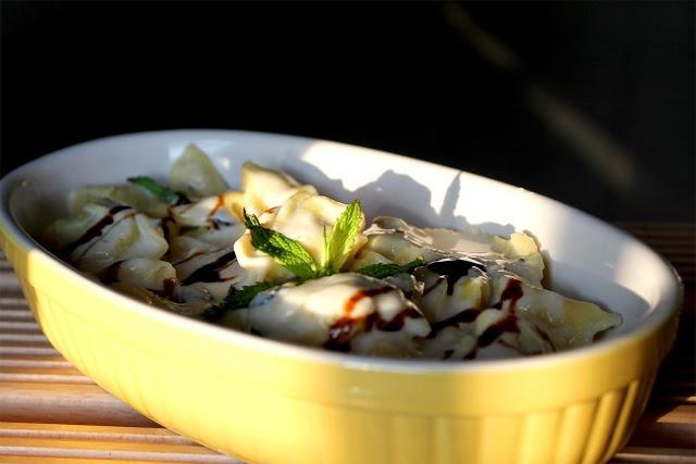 Spadellatissima!: Tortelli ricotta e spinaci con crema di parmigiano e pecorino alla menta, olive nere e glassa di aceto balsamico http://www.spadellatissima.com/2013/06/tortelli-ricotta-e-spinaci-con-crema-di.html