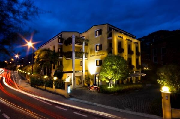 Hotel Santoni - Torbole ... Garda Lake, Lago di Garda, Gardasee, Lake Garda, Lac de Garde, Gardameer, Gardasøen, Jezioro Garda, Gardské Jezero, אגם גארדה, Озеро Гарда ... Welcome to Hotel Santoni Torbole, A few metres from the northern shores of Lake Garda, Hotel Santoni offers free parking in the lively centre of Torbole. Buffet breakfast is served until 11:00. Rooms at the Santoni feature extra-long beds, a ceiling fan, and private bathroom with shower a