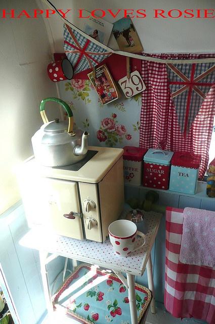Very jealous of this vintage camper, by HAPPY LOVES ROSIE, via Flickr