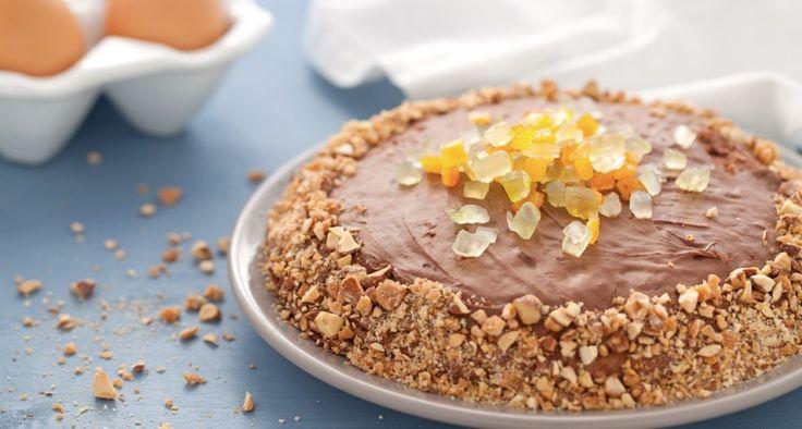 Preparate le crepes secondo la ricetta base. Tritate finemente il cioccolato, trasferitelo in una ciotola resistente al calore con il burro a fiocchetti...