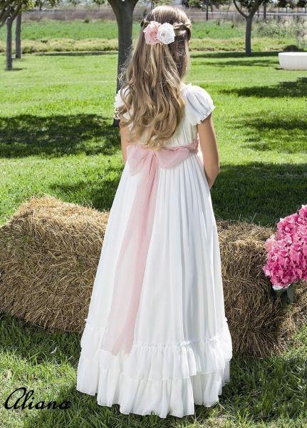 Vestidos de comunión para niña. Disponemos de modelos modernos, clásicos y de fiesta.