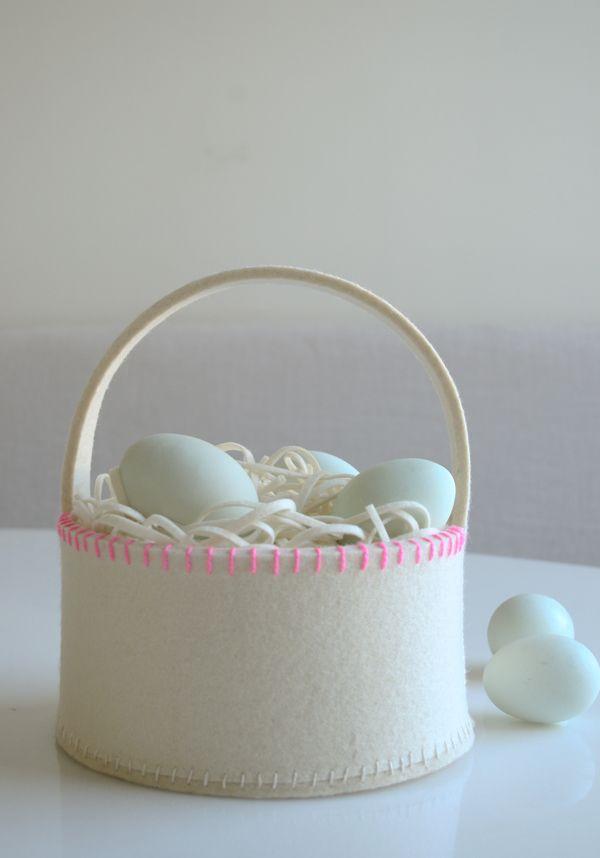 Free tutorial for wool Easter basket
