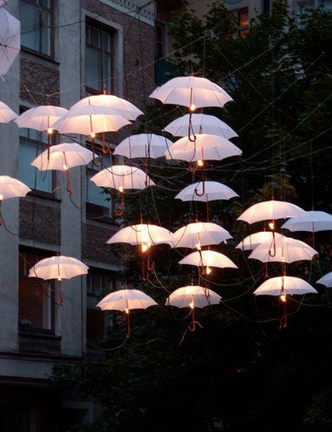 parapluies et ampoules supendus Vinylstatic via Nat et nature