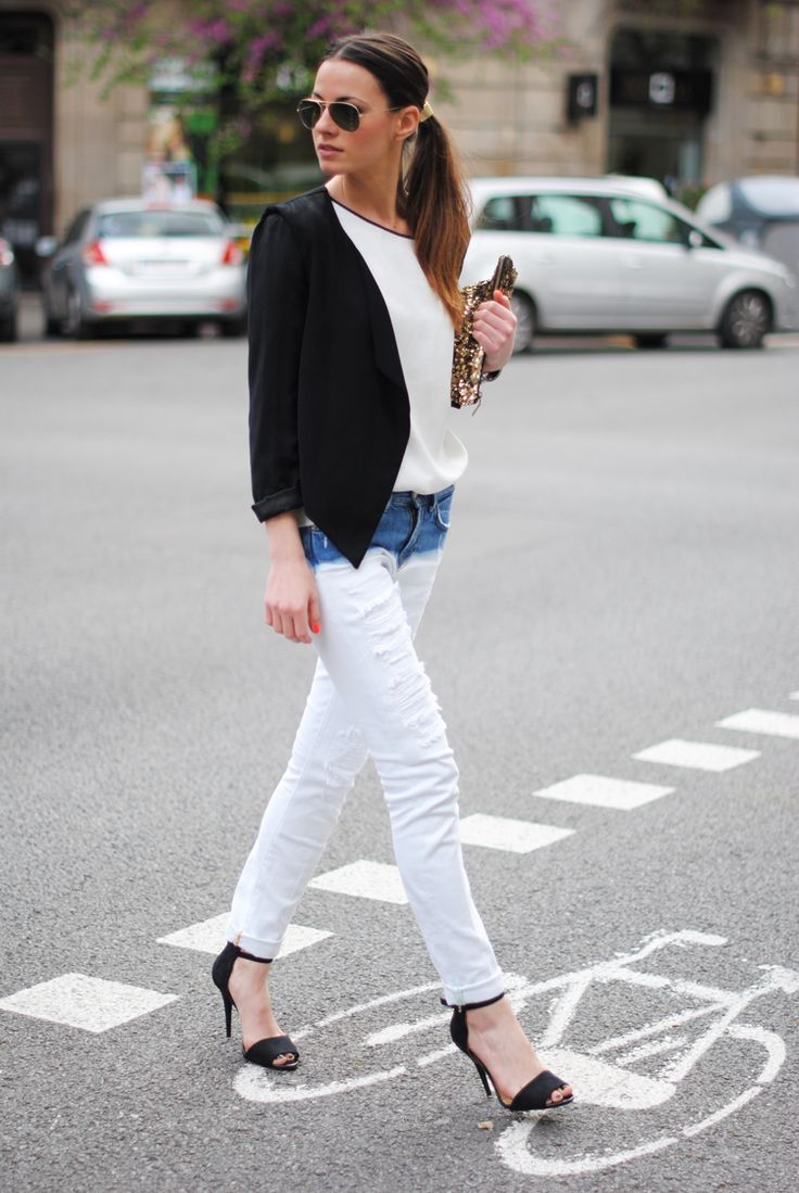 two tone jeansA Mini-Saia Jeans, Dips Dyed, Dips Dyes, Street Style, Denim, Black Heels, Bleach Jeans, White Jeans, Dyes Jeans