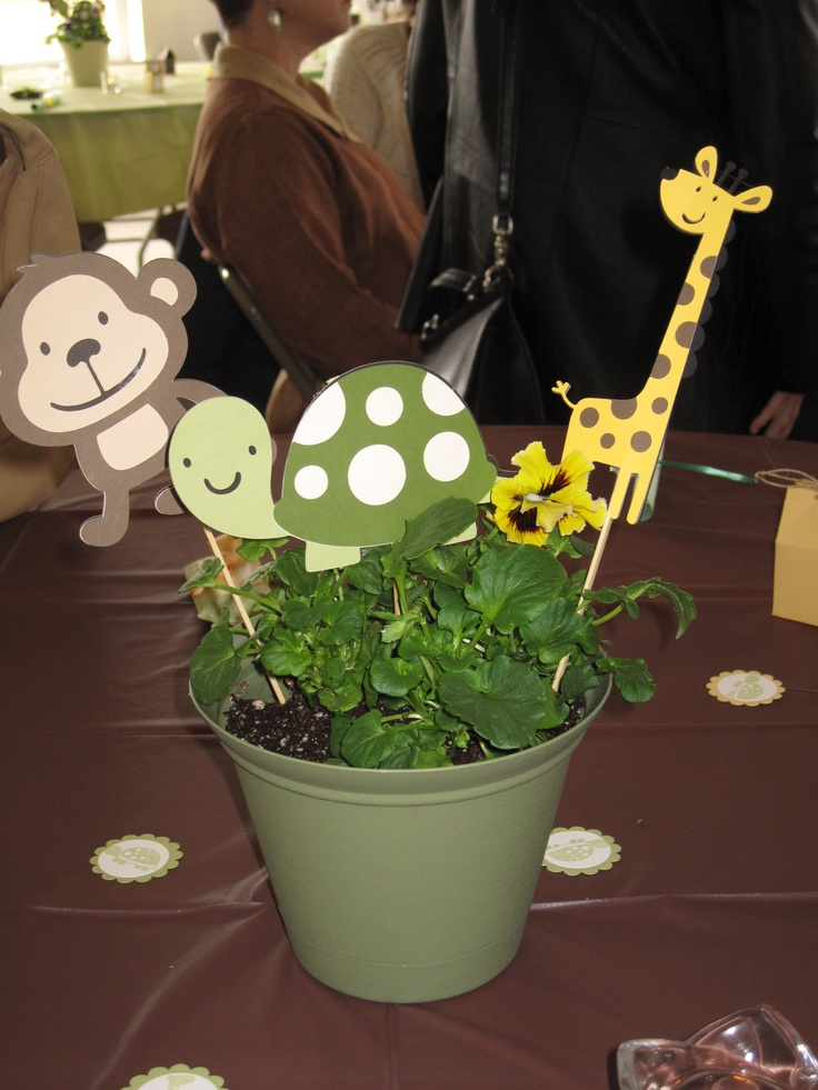 Baby Gift Ideas Using Cricut : Cricut baby shower decorations create a critter