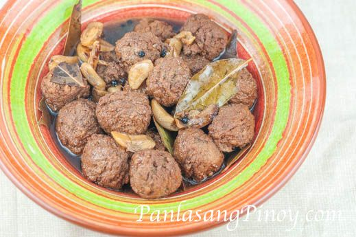 Adobo Meatball is a dish made using our easy meatball recipe and cooked inadobo style. Since I made a lot of meatballs for our Spaghetti and meatball dinner, there was an extra batch that I was not able to use and I thought that it will be nice to turn them into meatball adobo.