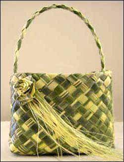Flax basket (Kete) http://www.pinterest.com/uszimari/fonott-kosarak-%C3%A9s-egyebek/